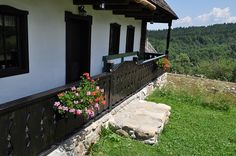 Pridvor, Casuta Bunicii Old Houses, Romania, My House, Cottages, Patio, Traditional, Architecture, Outdoor Decor, Beautiful