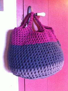 Cistell trapillo. T-shirt-yarn basket