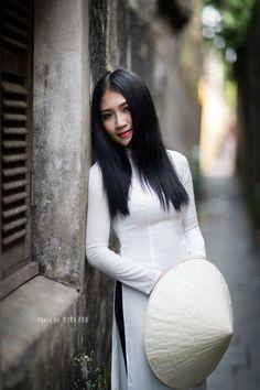 Photo by Minh Hoa – Hot Models Vietnamese Traditional Dress, Vietnamese Dress, Traditional Dresses, Beautiful Vietnam, Star Beauty, Vietnam Girl, Poker Online, Oriental Fashion, Asia Girl