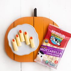 Cheesy Witch Fingersrecipe from Horizon. Halloween Snacks, Halloween 2020, Halloween Diy, Spooky Food, Spooky Treats, Witches Fingers, String Cheese, Queso, Mozzarella