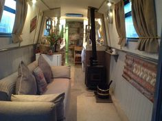 Too much white. A little cold Barge Interior, Best Interior, Canal Boat Interior, Wooden Shack, Canal Barge, Narrowboat Interiors, Boat Theme, Houseboat Living, Cool Tents