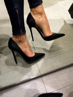NEED!!! Zara Asymetric Heels. Fantastic Heels! Extremely Sexy Pointed Toe Heels, Tacchi Close-Up #Shoes #Heels