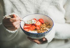 o pequeno almoço ideal l frutos vermelhos + frutos secos + iogurt