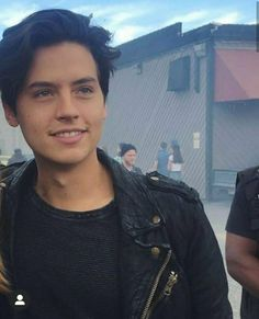 Cole M Sprouse, Dylan Sprouse, Cole Sprouse Jughead, Dylan E Cole, Riverdale Cast, Riverdale Memes, Riverdale Cole Sprouse, Hommes Sexy, Johnny Depp