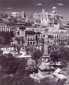 Os digo también una cosa que ocurre en Madrid y que en otras ciudades no pasa. Sois muchos los que comentáis sobre la belleza de la ciudad. La mayoría de las construcciones que estáis viendo siguen en la actualidad; pero ocurre una cosa, actualmente la ciudad se encuentra tapada por vegetación. Y aunque la vegetación es necesaria y nos da sombra y cierto frescor en verano, si que oculta mucho de esta ciudad.