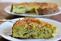 A cauliflower cake recipe that uses coconut flour, keeping it gluten free and low carb. A savoury cake that is a great alternative to a quiche or frittata.