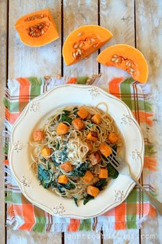 Spaghettis integrales con calabaza asada y espinacas