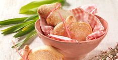 """Készítsétek el az """"édes túrós húsvéti nyuszi"""" receptünket. Sütésre fel! Cupcakes, Snack Recipes, Snacks, Izu, Dessert, Chips, Vegetables, Fruit, Food"""