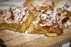 Μια απλή, γρήγορη και πανεύκολη συνταγή για μια λαχταριστή, πεντανόστιμη σιροπιαστή πατσαβουρόπια. Η πατσαβουρόπιτα είναι μια γλυκιά πίτα που φτιάχνετε με Greek Sweets, Greek Desserts, Greek Recipes, Cookbook Recipes, Cooking Recipes, Apple Pie, Menu, Bread, Food