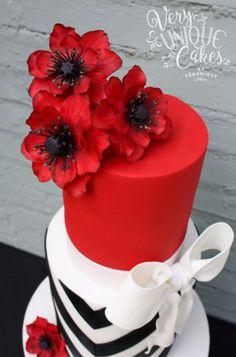 Elegant V-Stripes & Bold Poppies