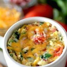 Omlet w kubku - śniadanie, które robi się w 2 minuty