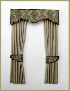 hampton Curtains        Standard features      Pure Silk Fabric      Fully Lined with fine cream cotton      Shaped Silk covered Pelmet {5¼ins wide}      Tie Backs