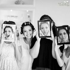 Madrinhas com caras e bocas da noiva Foto do Rodrigo Sack precasamento.com #precasamento #sitedecasamento #bride #groom #wedding #instawedding #engaged #love #casamento #noiva #noivo #noivos #luademel #noivado #casamentotop #vestidodenoiva #penteadodenoiva #madrinhadecasamento #pedidodecasamento #chadelingerie #chadecozinha #aneldenoivado #bridestyle #eudissesim #festadecasamento #voucasar #padrinhos #bridezilla #casamento2016 #casamento2017