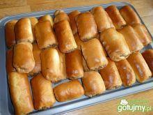 Paszteciki z mięsem Hot Dog Buns, Hot Dogs, Bread, Baking, Ethnic Recipes, Cupcake, Food, Brot, Bakken