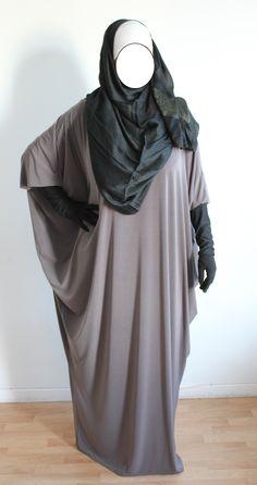 Découvrez la toute nouvelle abaya papillon bordeaux de la collection Zaynab. Disponible dans votre boutique islamique...   Chooff