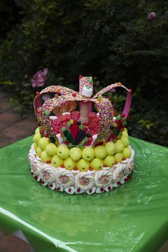 Mashmallows crown! For a little prince's birthday