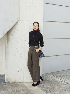 I think of Parisienne style Japan Fashion, Work Fashion, Fashion Design, Fashion Trends, Fashion Fashion, Japanese Minimalist Fashion, Parisienne Style, Pantalon Large, Margiela