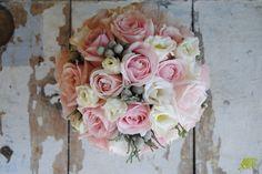 Ramo de novia romántico con rosas nude vintage. Mayula Flores