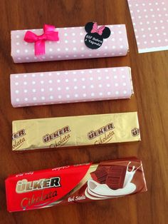 BulutsMom: Baby Chocolate Preparation Baby's Room - Moyiki Sites Chocolates, Baby Door Hangers, Wedding Reception Backdrop, Baby Room, Baby Gifts, Diy And Crafts, Backdrops, Creations, Baby Shower