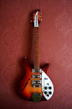 Beatles Guitar, Jazz Guitar, Guitar Chords, Cool Guitar, The Beatles, Rare Guitars, Fender Guitars, Rickenbacker Guitar, Guitar Chord Progressions