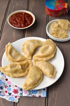 """Vegetarian Momos: For the Wrapper:  All purpose flour - 1cup Oil - 2tsp Salt - to taste For the Filling: Veggies - 1 cup (I used cabbage, carrot, broccoli, red pepper, can also use cauliflower, beans) Tofu - ¼cup, crumbled Garlic - 2 cloves, crushed Ginger - 1"""" piece, grated Sesame oil - 1tsp Salt - to taste"""