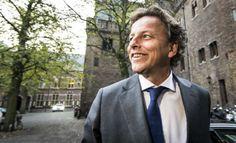 Bert Koenders: Minister van buitenlandse zaken; Lid van de PVDA.