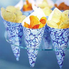 Una buena idea para servir patatas fritas en el mesa. Some very stylish chippies! A great appetizer on your wedding day.