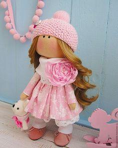 Купить или заказать Златовласая зефирка в интернет-магазине на Ярмарке Мастеров. Нежная розовая девочка с золотыми волосами. Украшение-яркий цветок. Шапочка и ботиночки-ручная работа. Обувь из натуральной замши.