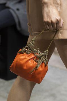 Cristiano Burani at Milan Fashion Week Spring 2020 – Details Runway Photos Source Fall Handbags, Trendy Handbags, Cheap Handbags, Tote Handbags, Purses And Handbags, Luxury Handbags, Luxury Purses, Fall Bags, Spring Bags
