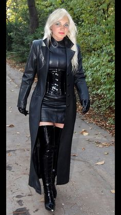 SO Cougar : casual dating for cougar women and toyboys Leather Leggings, Leather Gloves, Long Leather Coat, Black Leather, Leder Outfits, Leather Dresses, Sexy Boots, Casual Fall Outfits, Dress With Boots