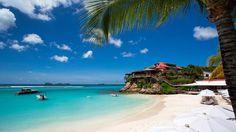 Parmi les sept hôtels 5 étoiles de Saint-Barth, l'Eden Rock, installé sur un piton rocheux, règne sur la baie de Saint-Jean.