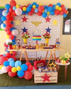 Festa Mulher Maravilha: tutoriais e 70 ideias para fazer a sua Superman Birthday Party, Girl Superhero Party, Avengers Birthday, Birthday Fun, Wonder Woman Birthday, Wonder Woman Party, Birthday Woman, Bday Girl, Birthday Party Decorations