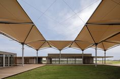 Imagen 1 de 19 de la galería de Club Olímpico de Golf /  RUA Arquitetos. Fotografía de Leonardo Finotti