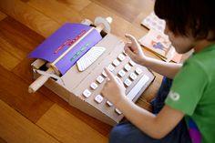 Máquina de escrever de papelão. Estéfi Machado