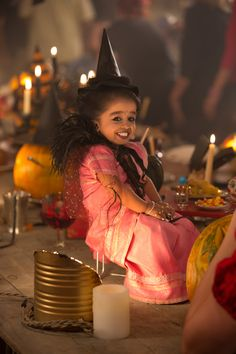 Halloween Has Invaded American Horror Story: Freak Show! she is the most adorable little women ive ever seen, I just want to hug her