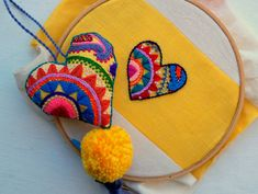 Embroidery Hearts, Hand Embroidery Flowers, Hand Embroidery Designs, Applique Designs, Quilting Designs, Embroidery Patterns, Handmade Crafts, Handmade Jewelry, Creative Textiles