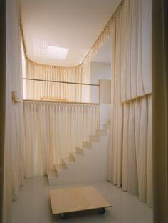 JUN TAMAKI_Casa Hakama, Uji 1998 (Hakama es la falda-pantalón tableada del traje tradicional japonés).