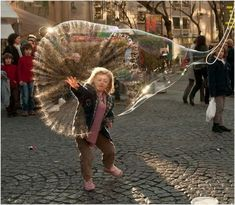 The perfectly timed bubble popping picture: | The 45 Most Perfectly Timed Pictures Of 2013