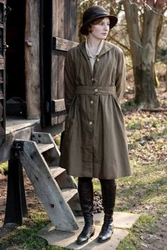 Laura Carmichael as Lady Edith Crawley in Downton Abbey Downton Abbey Costumes, Downton Abbey Fashion, Gentlemans Club, Edith Crawley, Laura Carmichael, Little Dorrit, Dowager Countess, Masterpiece Theater, Cinema Tv