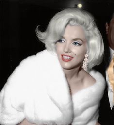 Monroe, nesta noite a loura mais famosa de Hollywood cantou para JFK… Marilyn Monroe and JFK Vintage Hollywood, Hollywood Glamour, Hollywood Stars, Divas, Marilyn Monroe And Jfk, Jfk Birthday, Happy Birthday, Actrices Sexy, Amanda