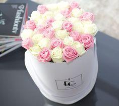 Mit Liebe zum Detail verleiht die EMMIE GRAY Rosebox dem herkömmlichen Rosenstrauß ein neuartiges und modisches Design.