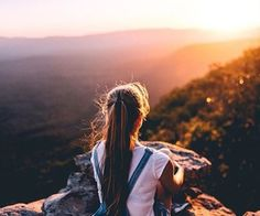 Find images and videos about girl, photography and hair on We Heart It - the app to get lost in what you love. Tumblr Photography, Girl Photography Poses, Travel Photography, Ft Tumblr, Foto Instagram, Foto Pose, Adventure Is Out There, Oh The Places You'll Go, Adventure Awaits