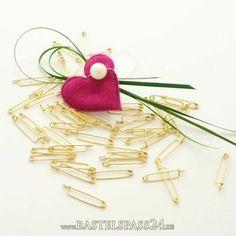 Hochzeitsanstecker Anstecker Gästeanstecker mit Filzherzen und Perlen...