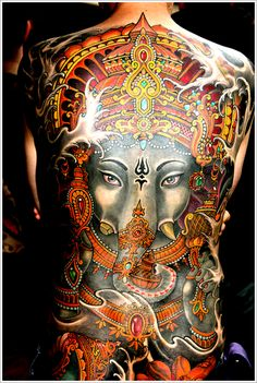 Do you know that Lord Ganesha is the symbol of success? Most people believe that Ganesh tattoo designs help them remove obstacles in life and ward off evil. If you have the same belief, Check out these superb Ganesha tattoos designs and get inked! Ganesh Tattoo, Backpiece Tattoo, Tattoo Henna, Tatoo Art, Feather Tattoos, Tattoo You, Back Tattoo, Tattoo Pics, Lotus Tattoo