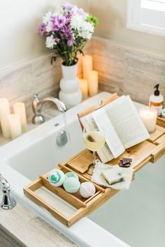 How to Create an Ahhhh-Inducing At-Home Spa Day Time to relax with an at-home spa day using Love Your Bath and Body all-natural, organic, cruelty-free bath products. Spa Day Party, Diy Spa Day, Spa Day At Home, Home Spa Room, Home Spa Decor, Design Thinking, Spa Tag, Spa Night, Bathroom Spa