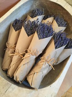 Fresh French lavender bundles wrapped in brown Kraft. There's just something beautiful about this simple presentation. Bundles measure 14 and are tied with raffia. Very fragrant, Lavender Crafts, Lavender Decor, Lavender Wreath, Lavender Bouquet, Dried Flower Bouquet, Dried Flowers, Lavander, Lavender Recipes, Flower Truck