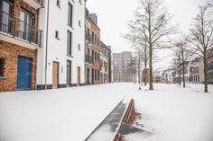 Naar Maastricht in de wintermaanden? Als er sneeuw ligt dan ziet ons resort er zo uit! Trek je schoenen aan voor een heerlijke winterwandeling in de sneeuw. Sneeuwpret gegarandeerd! Resorts, Trek, Winter, Outdoor, Winter Time, Outdoors, Vacation Resorts, Beach Resorts, Outdoor Games