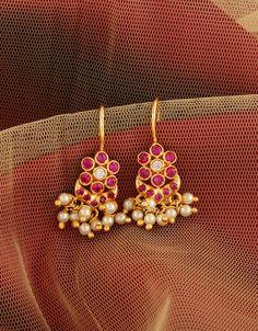Gold Jhumka Earrings, Jewelry Design Earrings, Gold Earrings Designs, Small Earrings, Jewelry Art, Gold Jewelry, Diamond Jhumkas, Heavy Earrings, Coral Earrings