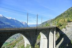 Wallis Sehenswürdigkeiten: 40 Ausflugsziele und schöne Orte - Travelstory.ch Wallis, Seen, Switzerland, Road Trip Destinations, Beautiful Places, Nice Asses
