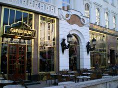 Famous Gerbeaud cafe, Budapest Hungary. Waan je in de vorige eeuw en eet de heerlijkste taartjes.